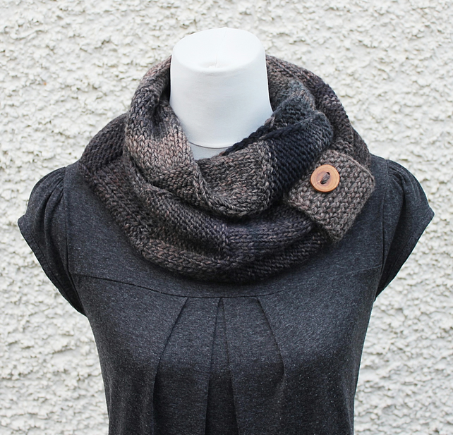 scarf knitted, chunky scarf snood, gift guide, womens neckwear