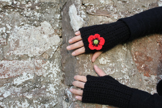 Poppy mittens, fingerless gloves, gift guide for her