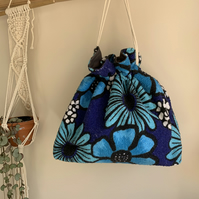 Drawstring wash bag in vintage towelling