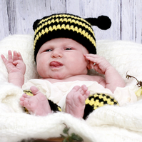 Crochet Bumble Bee hat and leg warmers set, Newborn photo prop