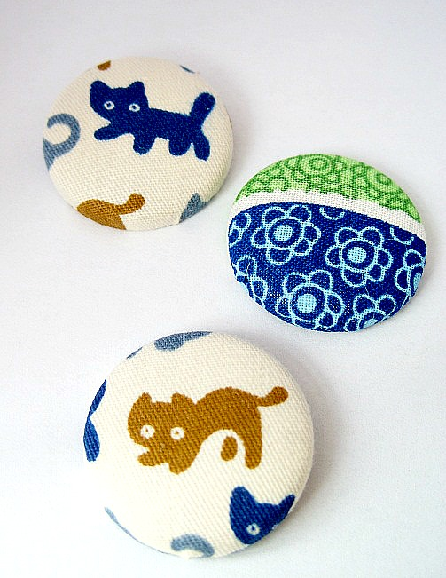 Cat & Flowers Badge Set