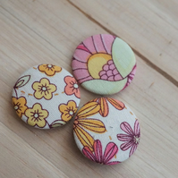 Retro Flower Badge Set