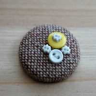 Lemon & White Button Tweed Badge
