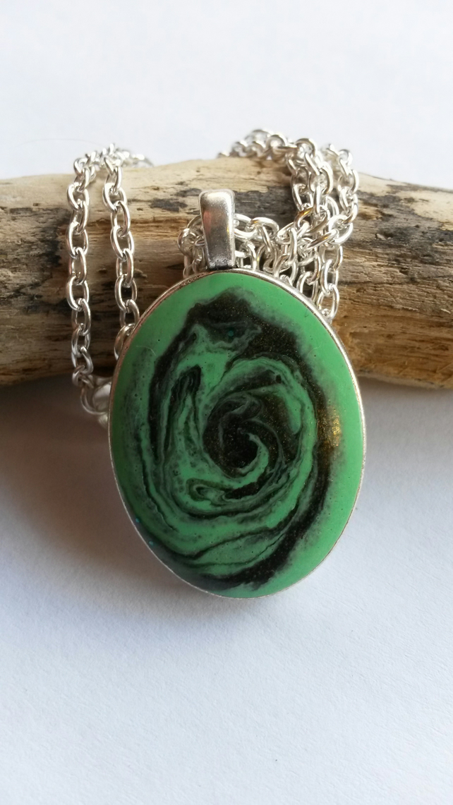 "Necklace Green ""rose"""