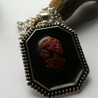 Necklace Cameo Red and Black