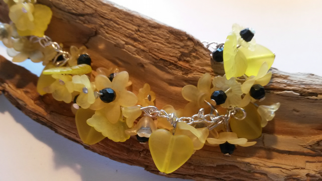 Bracelet Yellow and Black Lucite flowers and hearts