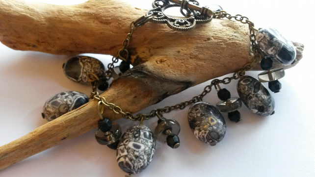 Bracelet Howlite with black beads