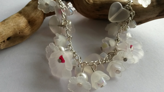 Bracelet White Lucite and beads