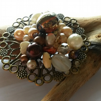 Brooch cream and brown beads