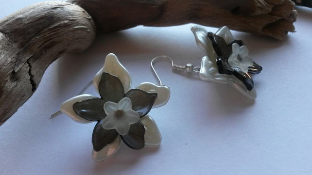 Earrings Daisy May Lucite Flowers