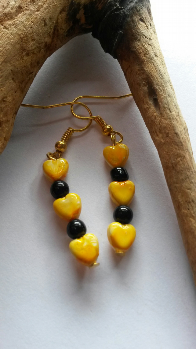 Earrings Calamity with yellow hearts and black beads