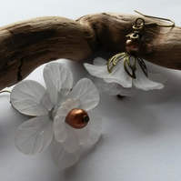 Earrings White and Bronze large flower
