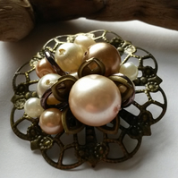 Brooch Nearly Pearl