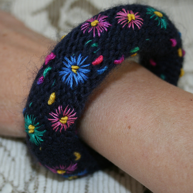Embroidered Bangle - Bright Daisies on Navy