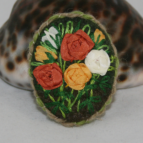 Embroidered Brooch - Golden Roses