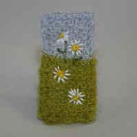 Embroidered Brooch - Simple Daisies
