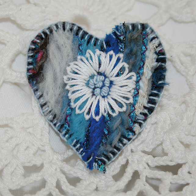 Embroidered Heart Brooch - White Daisy on Blue