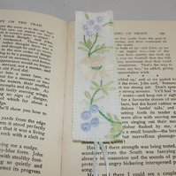 Cream Daisy -  embroidered vintage linen bookmark