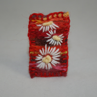 SALE Daisies - Embroidered and felted brooch
