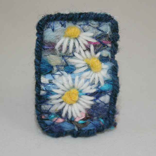 Daisies - Embroidered and felted brooch