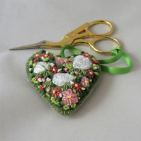 White roses embroidered Scissor Keeper