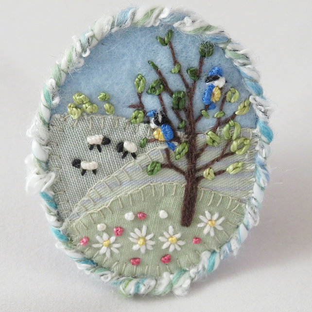 Brooch - Summer daisies and blue tits