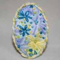SALE - painted and Embroidered Daisy Brooch in blue and lemon
