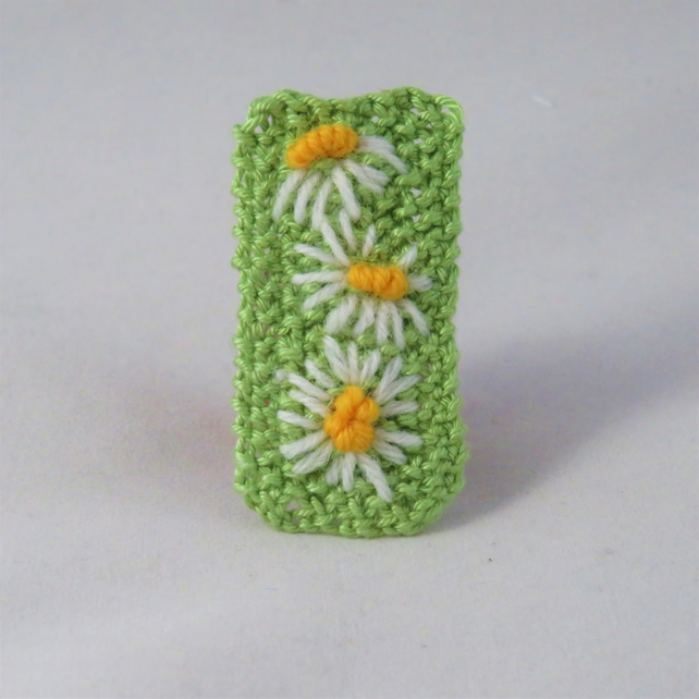Brooch - Daisies - Embroidered and knitted brooch