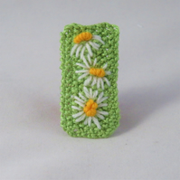 SALE Brooch - Daisies - Embroidered and knitted brooch