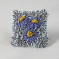 Brooch - Lilac Daisies - Embroidered and knitted brooch