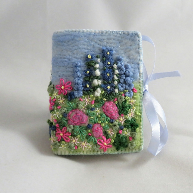Needle Book Rose Garden - Embroidered and felted