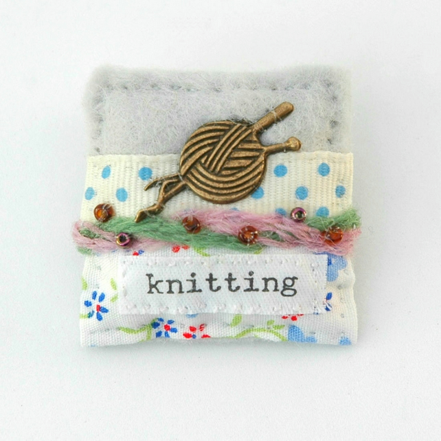 knitting gifts - knitting brooch