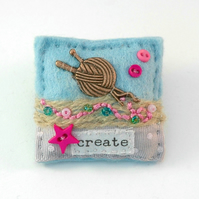 brooch - knitting - gift for knitters - Mother's Day gift