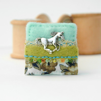 horse brooch, galloping horse decorative felt and fabric badge for equine lovers