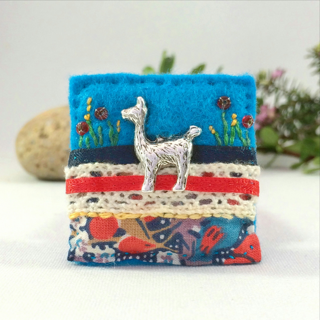 Llama brooch, alpaca brooch, turquoise decorative felt coat brooch