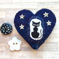 Cute Midnight Blue Gothic Kitty Brooch. Heart Brooch. Cat Pin. Felt Brooch