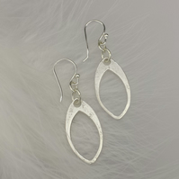 Oval earrings in fine silver
