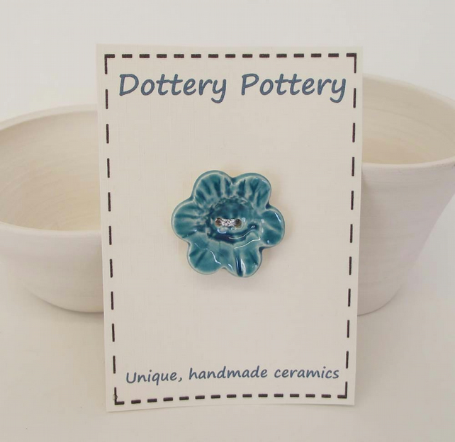 Large ceramic feature flower button