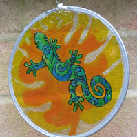 Suncatcher - Gecko - design inspired by Koru art