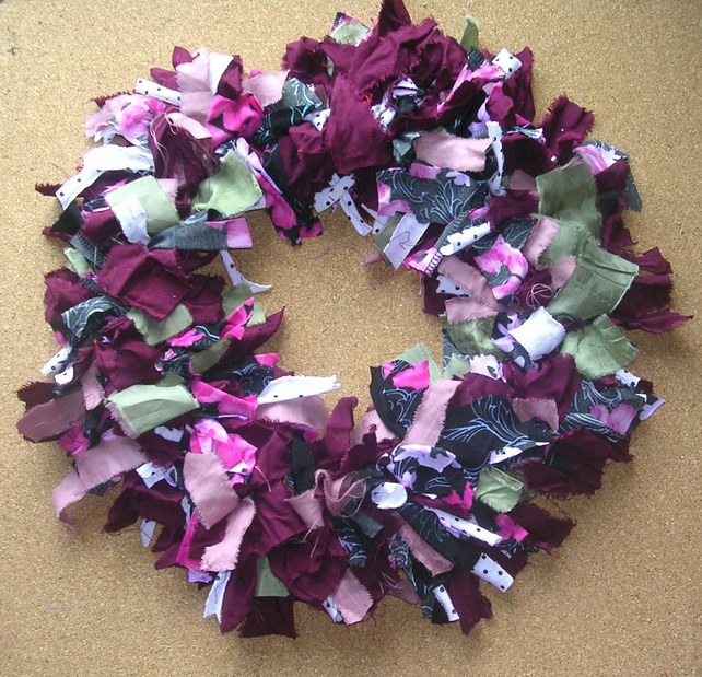 Traditional Rag Wreath - Berry  - Berry Tones