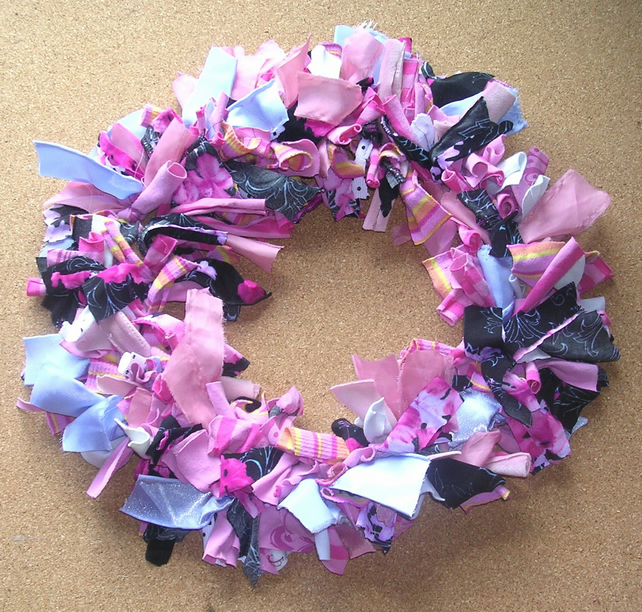 Traditional Rag Wreath - Blushes