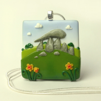 Pentre Ifan square necklace with daffodils