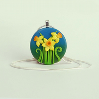 Daffodil necklace, round