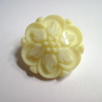 Vintage style flower buttons- 24mm cream, ivory