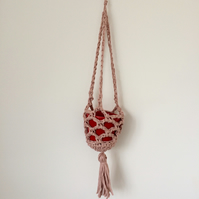 Crochet hanging plant pot - rose pink