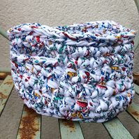 Crochet basket - white paisley