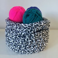 Crochet basket - black and white