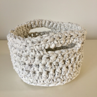 Crochet basket - cream speckled