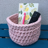 Crochet basket - blush pink