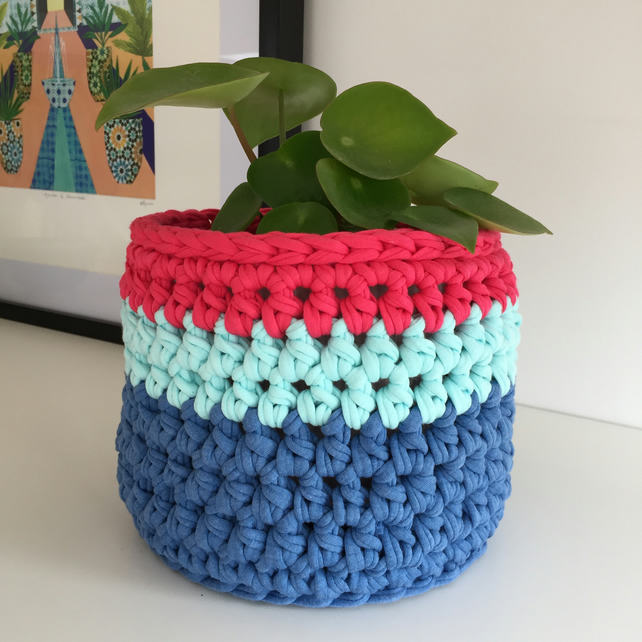 Crochet plant pot cover made with upcycled tshirt yarn - pink medium